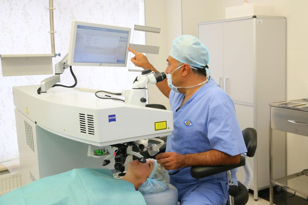 д.м.н. Игорь Эрикович Азнаурян перед лазерной коррекцией зрения